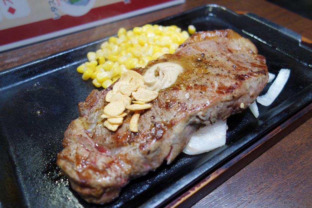 いきなりステーキ福岡天神店でステーキ