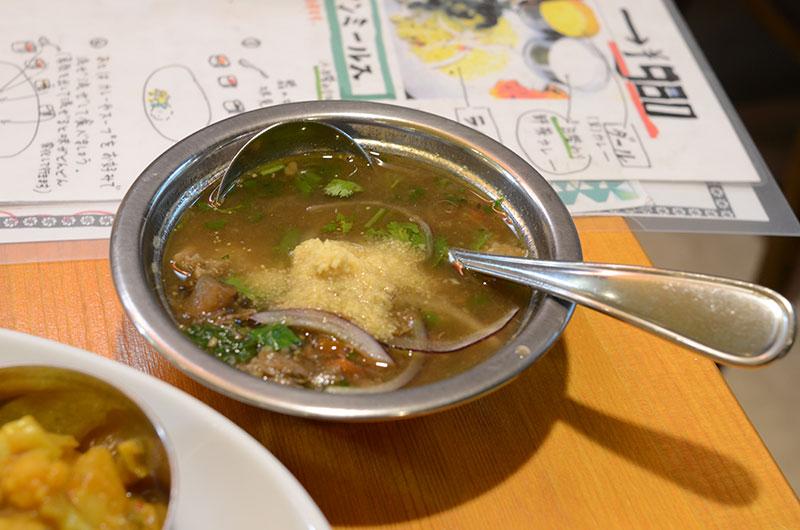 スープのマトンカレー